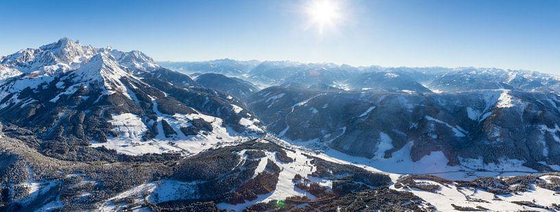 """Bergpanorama """"Winters Berglandschap vanuit de Lucht"""" van Coen Weesjes"""