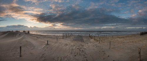 Panorama zonsondergang nederlands strand van
