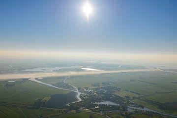 Vue aérienne sur le lever de soleil au-dessus du village de Blokzijl sur