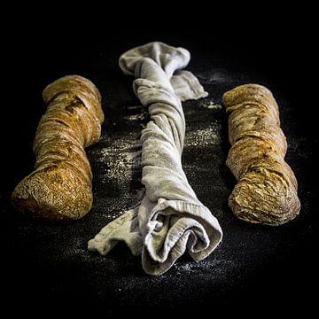Stilleven Brood, knoflookbrood van Saskia de Wal