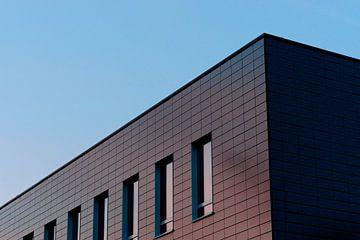 Dark Building and the Sunset - 2017 van Timmy Bouwmann