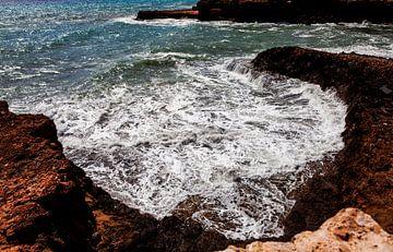 Wildes Meer auf den Felsen von Shelena van de Voorde