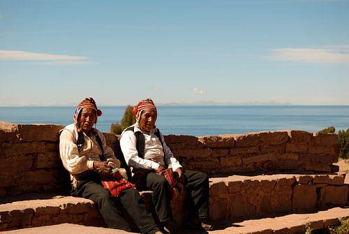Twee mannen in de zon van
