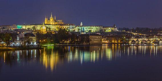 Praagse Burcht en Karelsbrug in de avond - Praag, Tsjechië - 10