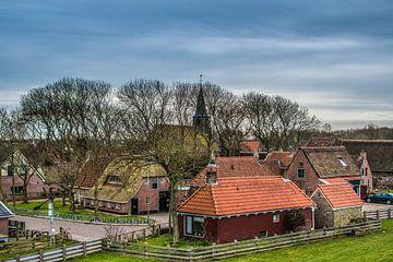 Zicht op het Friese dijkdorp Paesens Moddergat sur