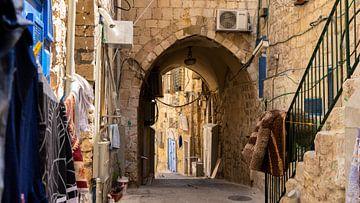 Straße im arabischen Viertel in der Altstadt von Jerusalem von Jessica Lokker