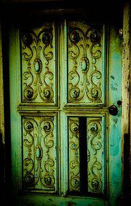 Groene oude brocante deuren. van