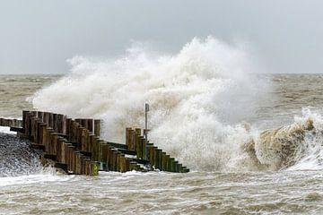 Storm aan Zee (4) van Henk Verstraaten