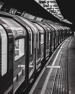 London Metro Station - Reisefotografie - Vereinigtes Königreich von Tim Goossens