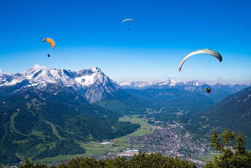 Paraglider über Garmisch Partenkirchen von Urlaubswelt