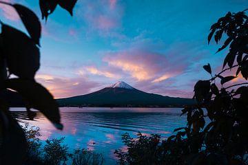Zonsopgang bij Mount Fuji van Tom Rijpert