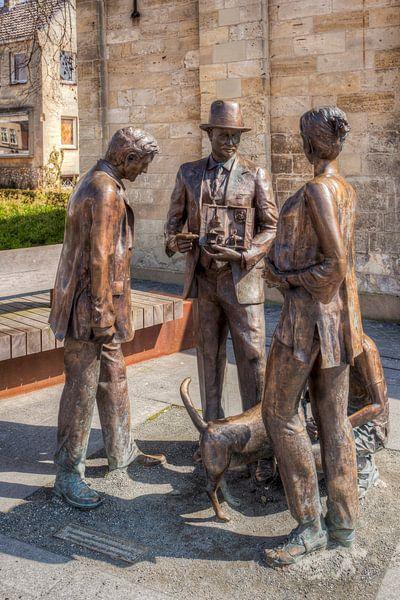 Bronzen beelden op het Theodoor Dorrenplein in Valkenburg van John Kreukniet