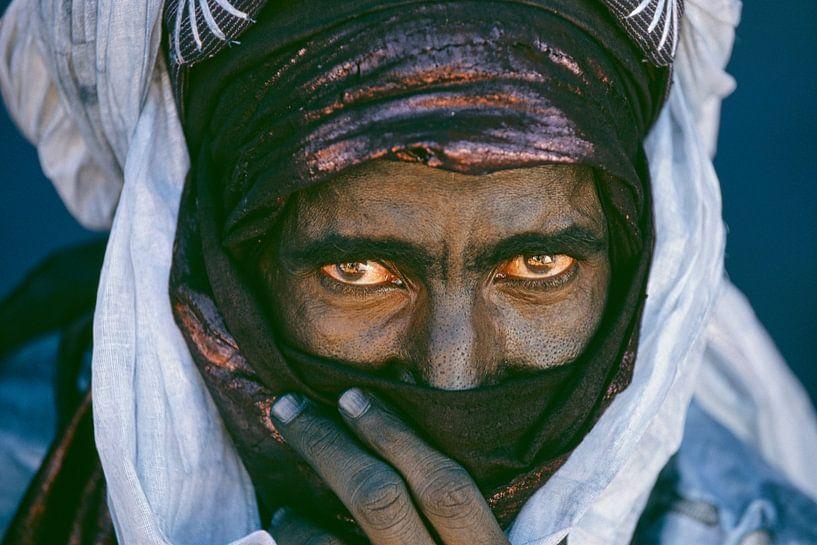 Le désert du Sahara.  Homme touareg. Portrait. sur Frans Lemmens