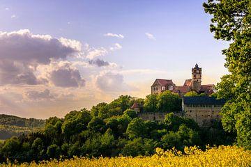 De Ronneburg in Hessen. Een oud kasteel in een prachtig landschap van Fotos by Jan Wehnert