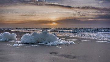 Schuim op het Strand von Alex Hiemstra