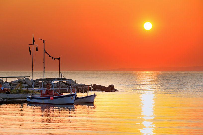 Zonsopkomst Zakynthos haven van Dennis van de Water