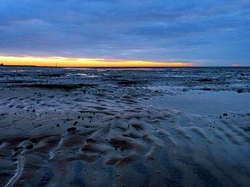 Zonsondergang in de Waddenzee van Nedersaksen van Katrin May
