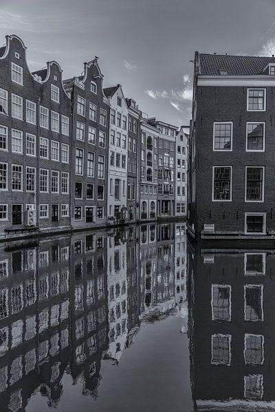 Oudezijds Voorburgwal en Zeedijk in Amsterdam - 1