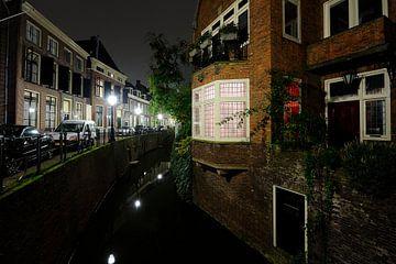 De Kromme Nieuwegracht in Utrecht van Donker Utrecht