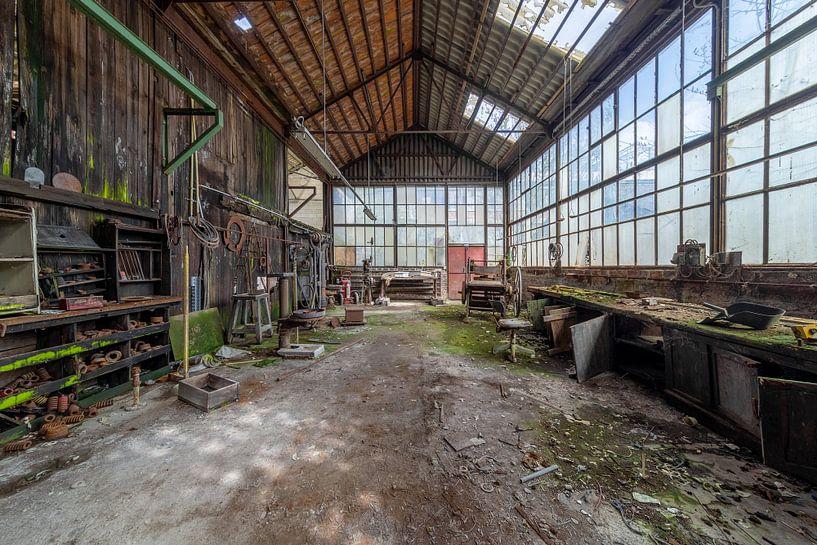 Industriehalle im Niedergang von Kristof Ven