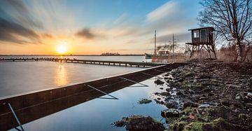 Zonsondergang met uitzicht op het Leekstermeer van Martijn van Dellen