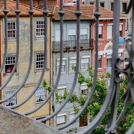 Uitzicht over huizen in Porto van Jessica Arends