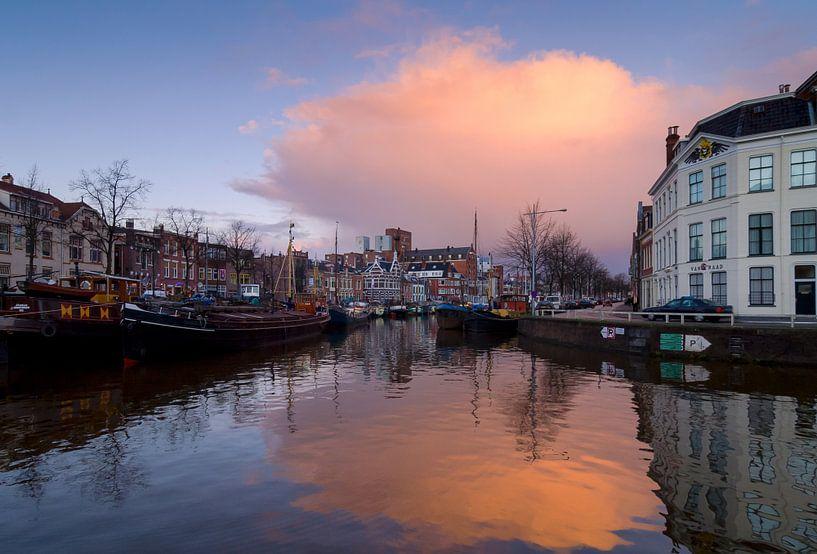 Uitzicht over de Noorderhaven in Groningen van Mark Scheper