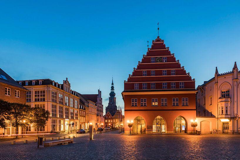 Rathaus am Marktplatz in Greifwald von Werner Dieterich