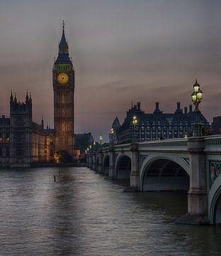 Big Ben au coucher du soleil avec pont sur Eddie Meijer