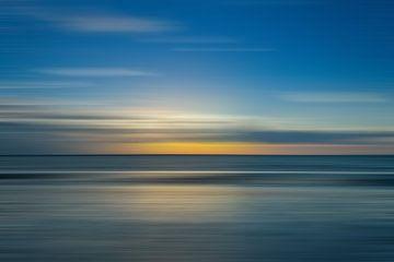 Minimalistischen Sonnenuntergang / Sonnenaufgang an der Küste von Hille Bouma