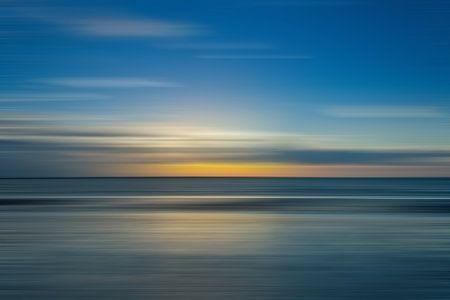 Minimalistischen Sonnenuntergang / Sonnenaufgang an der Küste