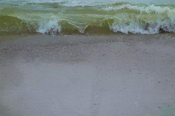 Olijfgroen Golvend Zeewater op Taupe Gekleurd Zand - Schilderij