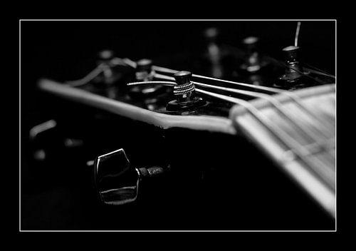 Broken Guitar van