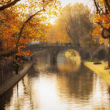 De Geertebrug in Utrecht over de Oudegracht in de herfst van De Utrechtse Grachten