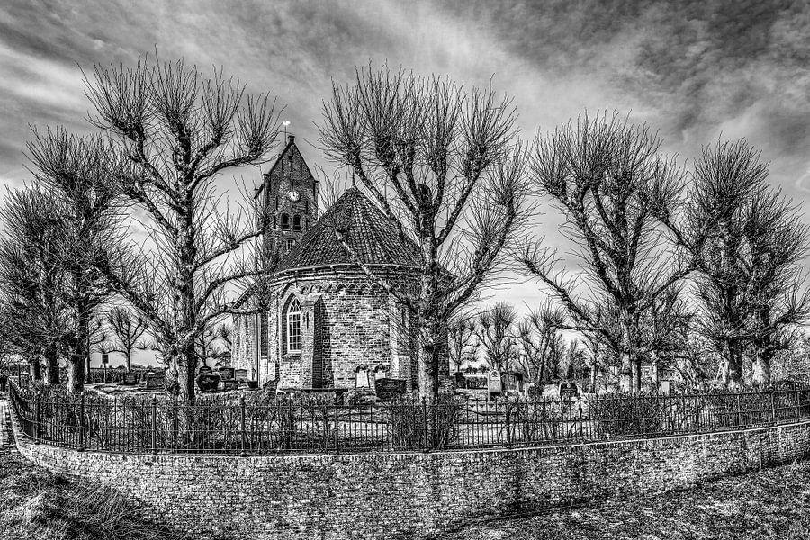 Het kleine kerkje van Swichum, Friesland, in t vroege voorjaar