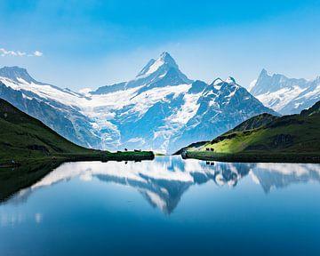 Berg meer reflecties van Nick de Jonge - Skeyes
