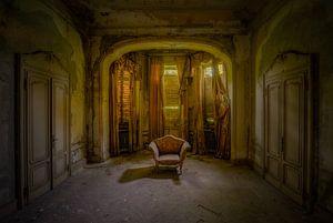 Der verlassene italienische Sessel