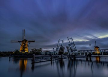 Beleuchtete Windmühlen in Kinderdijk von Ron Westbroek