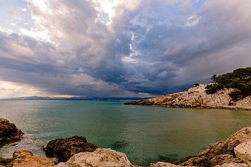 Onweerswolken boven Salou in Spanje van