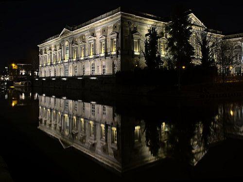Oud gerechtsgebouw in Gent bij nacht