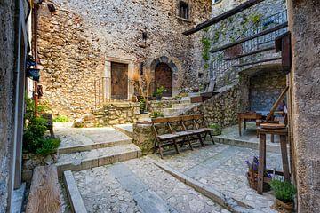 Binnenplaats Italiaans bergdorp von Jenco van Zalk