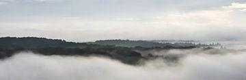 Panorama uitzicht in de vroege morgen over de heuvels van Gonnie van Hove