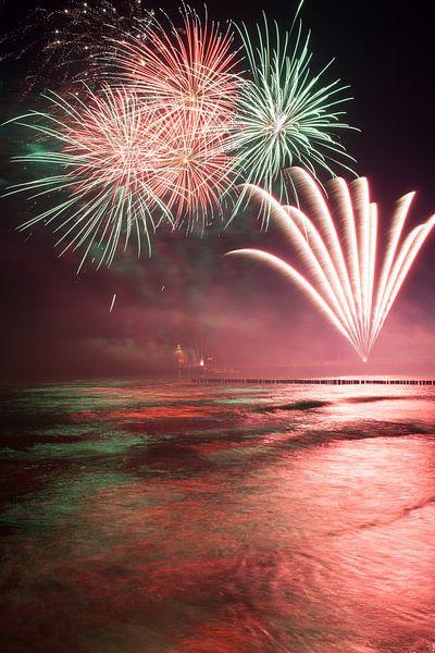 Feuerwerk am Strand von Zingst an der Ostsee von Christian Müringer