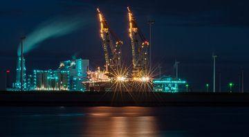 Eemshaven bij nacht.  van Greet ten Have-Bloem