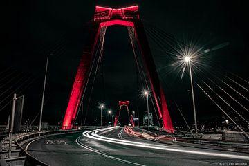 Willemsbrug in de nacht van Sander van Kal