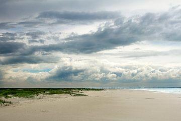Strand en Wolken van Karijn | Fine art Natuur en Reis Fotografie