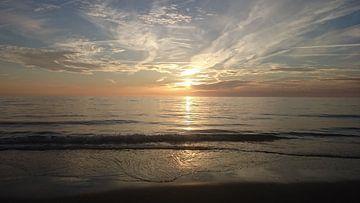 Zonsondergang in Noordwijk, Nederlandse kust von Maartje Abrahams