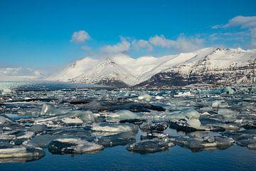 Die isländische Landschaft, Jökulsárlón. Gletschersee und Diamantstrand von Gert Hilbink
