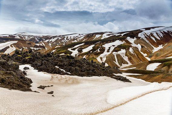 Berggezicht in Landmannalaugar van Ab Wubben