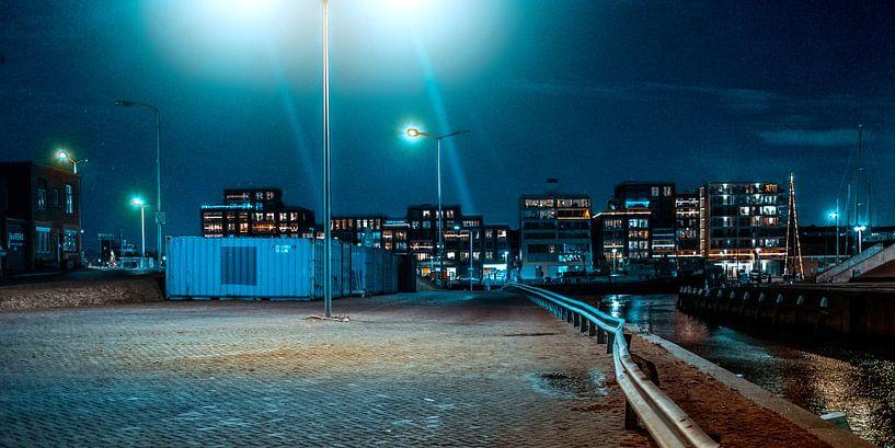 Kade langs de jachthaven van Scheveningen in avondlicht van MICHEL WETTSTEIN